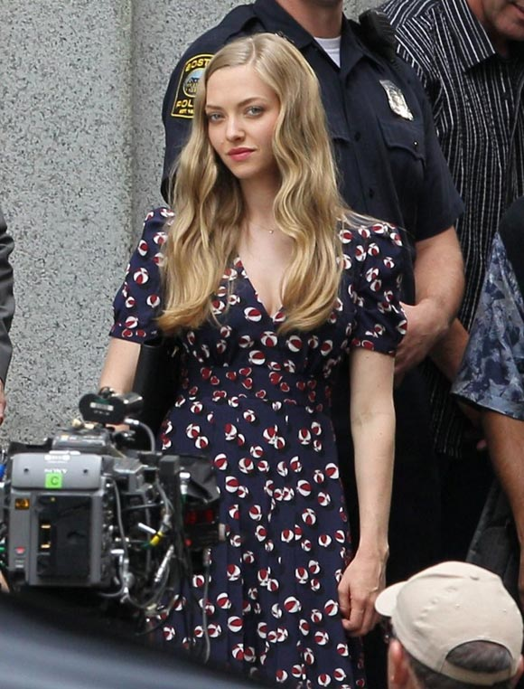 Amanda Seyfried-Ted2-2014-02