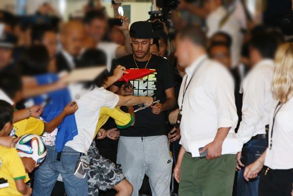 Neymar-japan-2014-02
