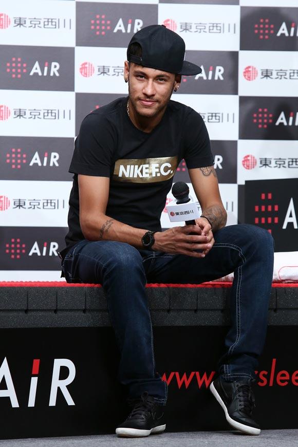 Neymar-japan-2014-05