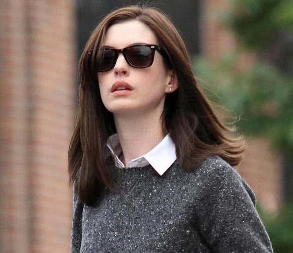 anne-hathaway-outfit-2014-03