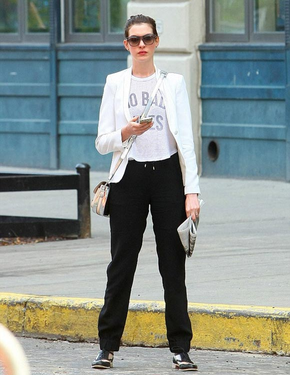anne-hathaway-outfit-2014-04