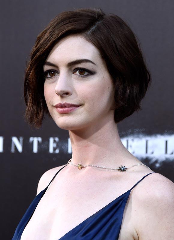 Anne-Hathaway-Interstellar -Premiere-2014-04