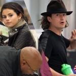 新カップル誕生か?セレーナ・ゴメスとオーランド・ブルームが一緒にお忍びでLA空港に!