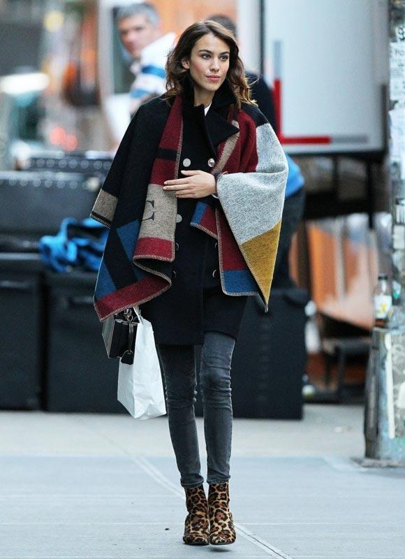 Alexa-Chung-outfit-burberry-cape