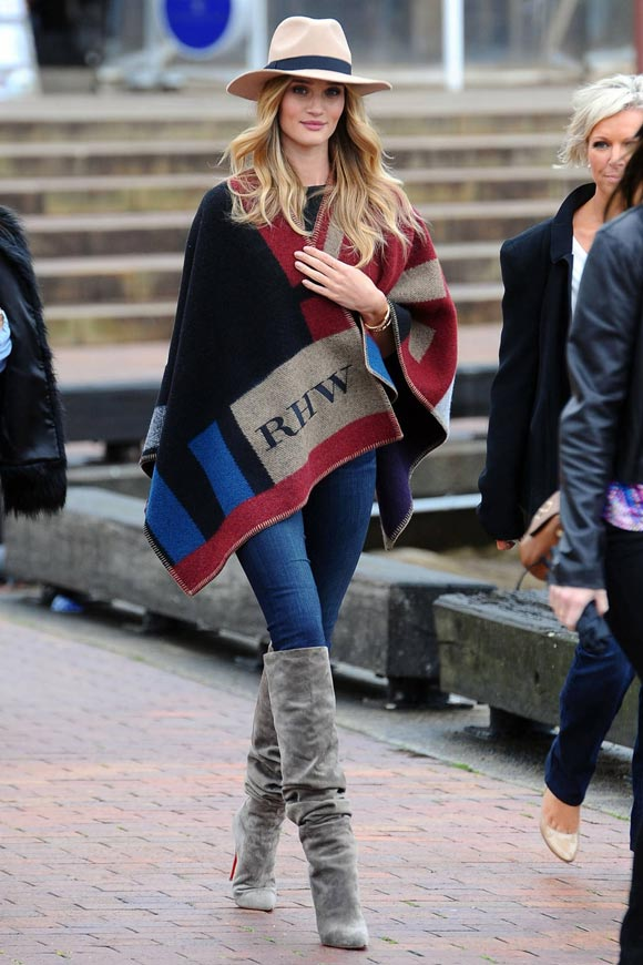 Rosie-Huntington-Whiteley-burberry-cape