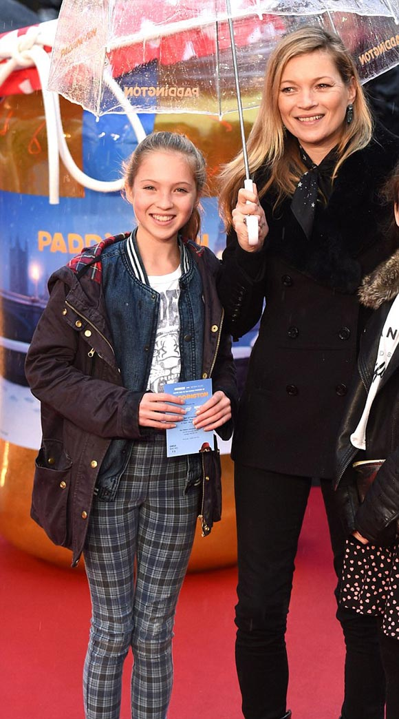 kate-moss-daughter-Paddington-2014-02