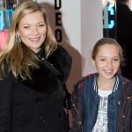 ケイト・モス、娘ライラちゃんと映画「くまのパディントン」のロンドンプレミアに登場