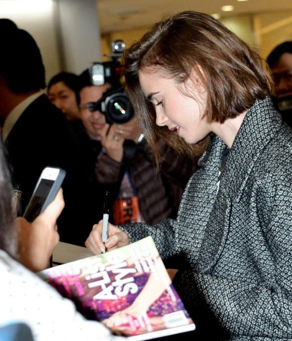 Lily-Collins-japan-2014-05