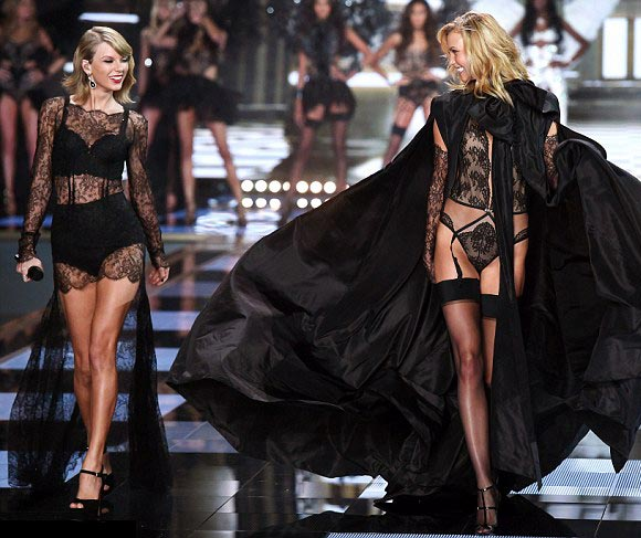 Taylor-Swift-Karlie -KlossVictorias-Secret-fashion-show-2014-01