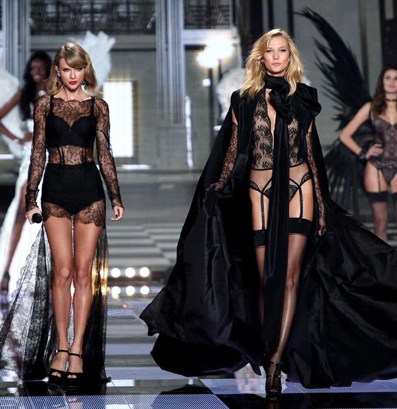 Taylor-Swift-Karlie -KlossVictorias-Secret-fashion-show-2014-02