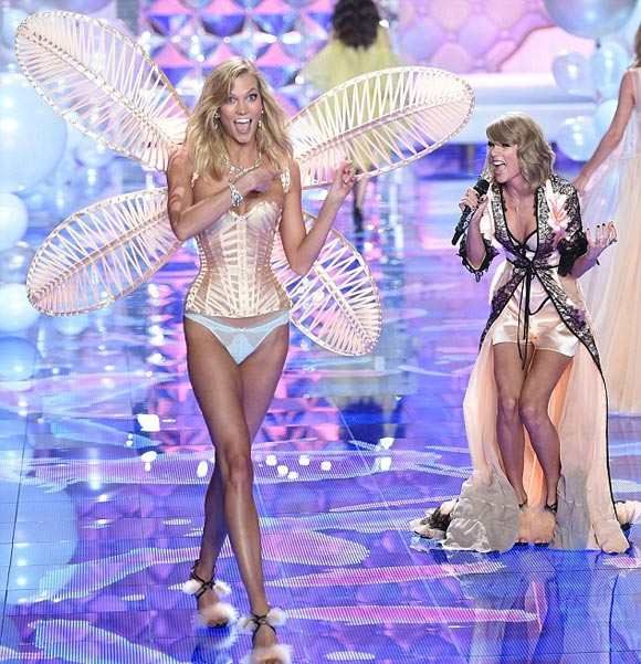 Taylor-Swift-Karlie -KlossVictorias-Secret-fashion-show-2014-04