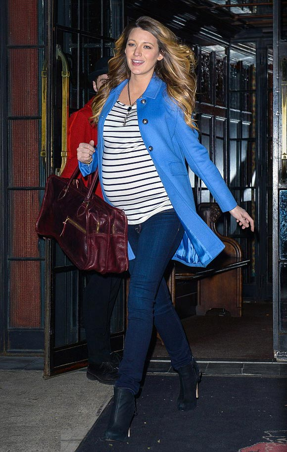 blake-lively-dresses-baby-bump-2014-01