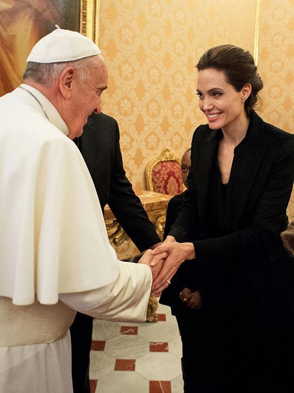 Angelina-Jolie-pope-francis-Unbroken-2014-01