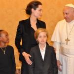 アンジェリーナ・ジョリー、ローマ法王と『アンブロークン』を鑑賞
