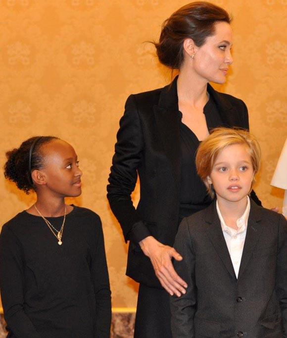 Angelina-Jolie-pope-francis-Unbroken-2014-03