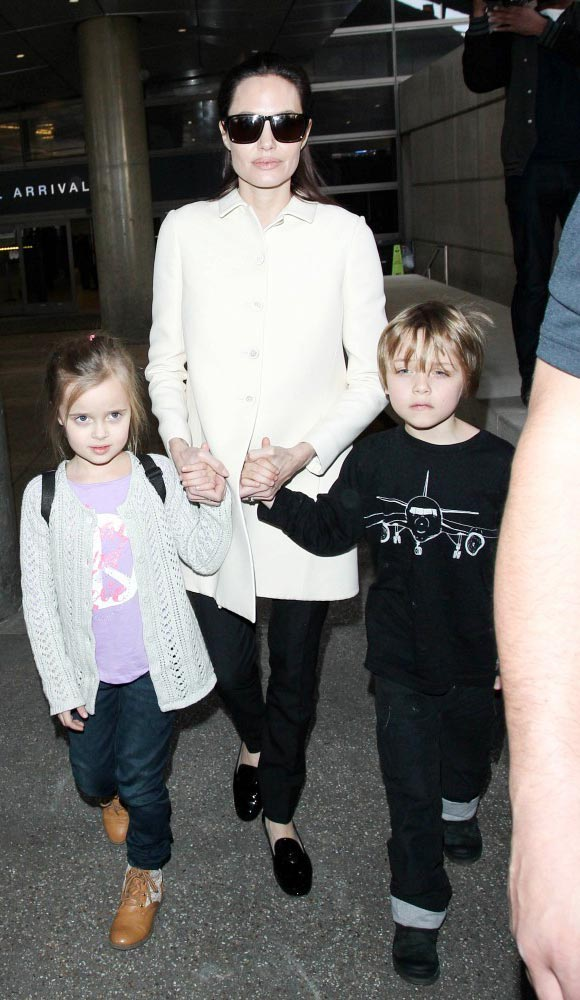 Angelina-Jolie-children-Vivienne-Knox-2015-04