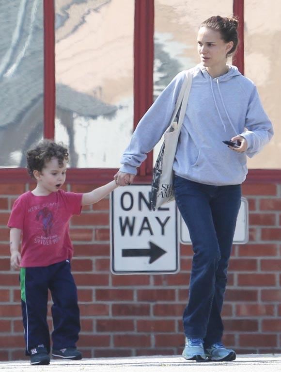 Natalie-Portman-son-Aleph-feb-2015-03