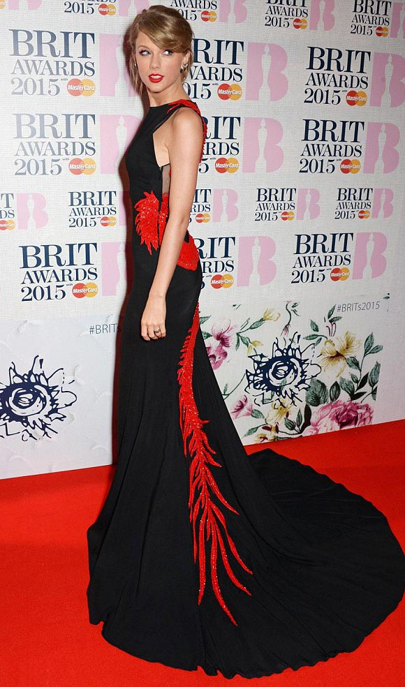 Taylor-Swift-Arrivals-BRIT-Awards-2015-01-02
