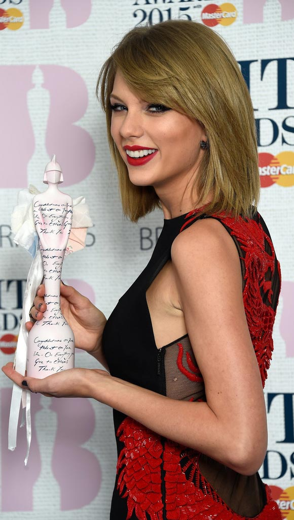 Taylor-Swift-Arrivals-hairstyle-bob-2015-01