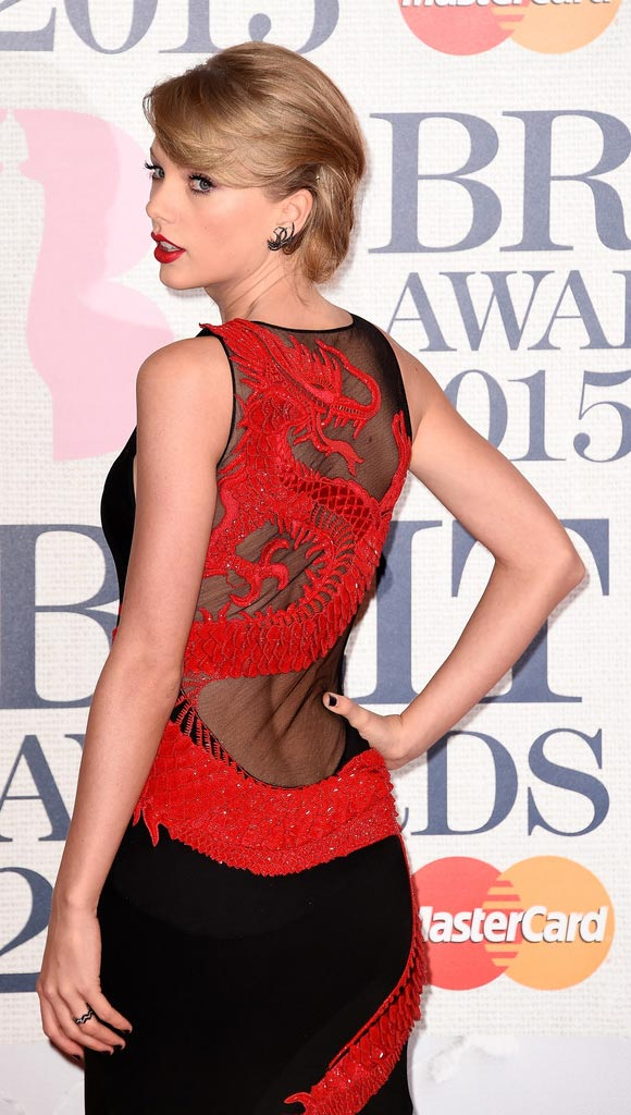 Taylor-Swift-Arrivals-hairstyle-bob-2015