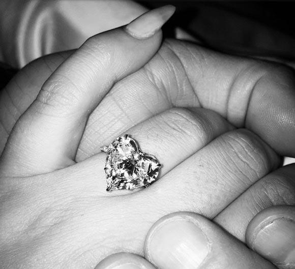 lady-gaga-Taylor-Kinney-Engagement-ling-2015