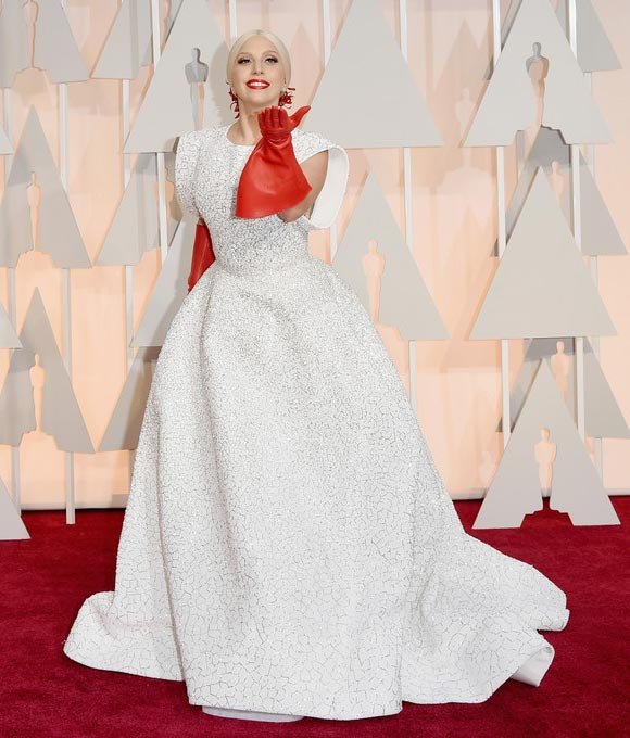 lady-gaga- red-gloves-Academy-Awards-2015-01