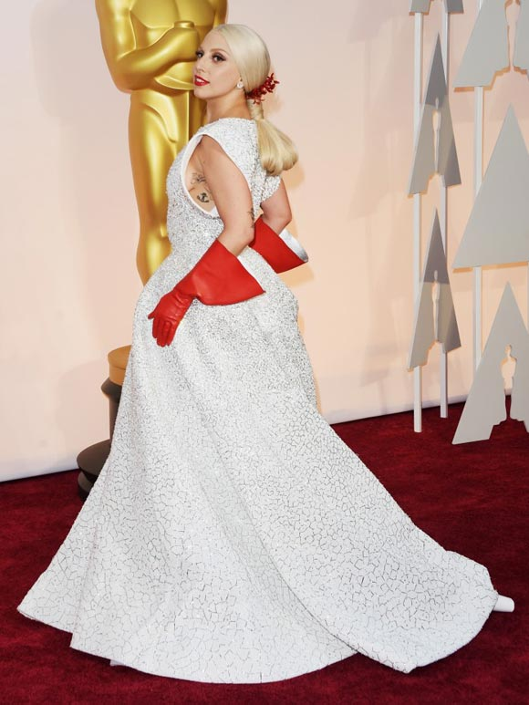 lady-gaga- red-gloves-Academy-Awards-2015-02