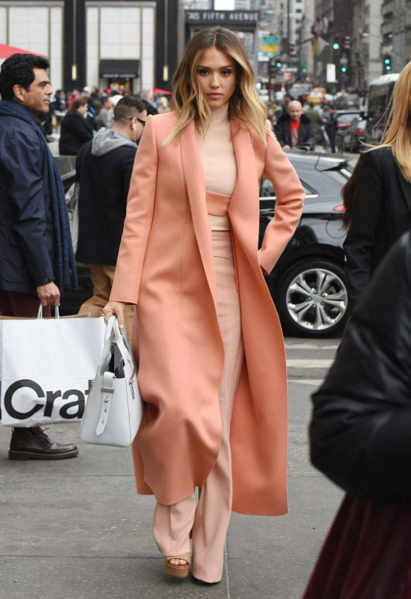 Jessica-Alba-outfits-march-2015-02