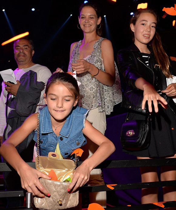 Katie-Holmes-Suri-kids-choice-awards-2015-03