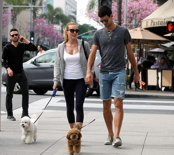 Novak-Djokovic and-wife-march-2015-04