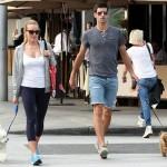 ジョコビッチ、妻と仲良く犬のお散歩