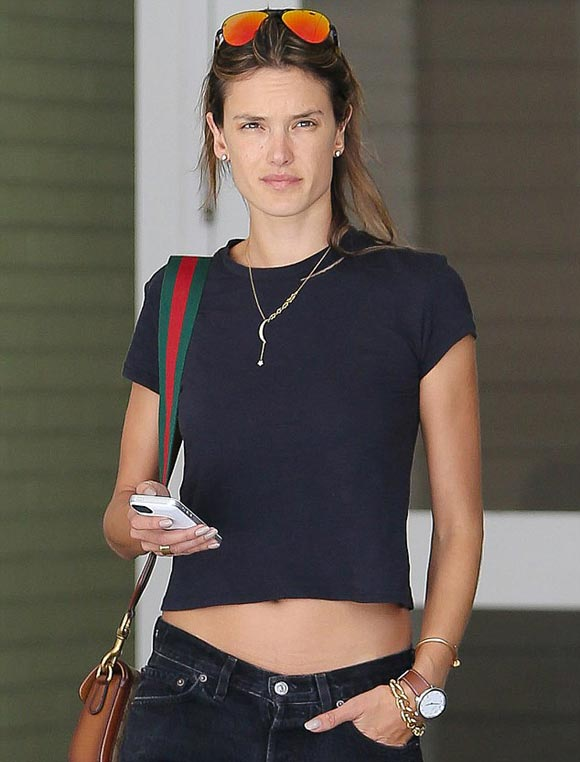 Alessandra-Ambrosio-no-makeup-april-2015