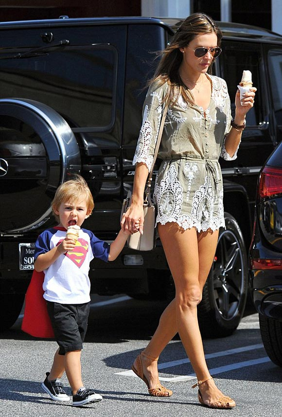 Alessandra-Ambrosio-son-april-2015-02