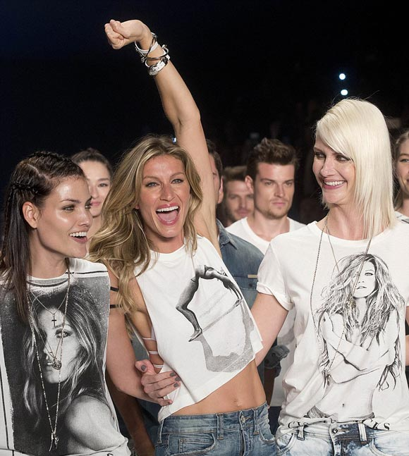 Gisele-Bundchen-final-runway-april-2015-05