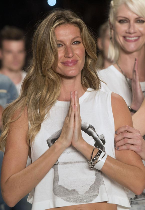 Gisele-Bundchen-final-runway-april-2015-07