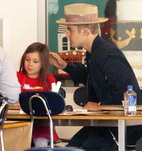 Justin-Bieber-sister-april-2015-02
