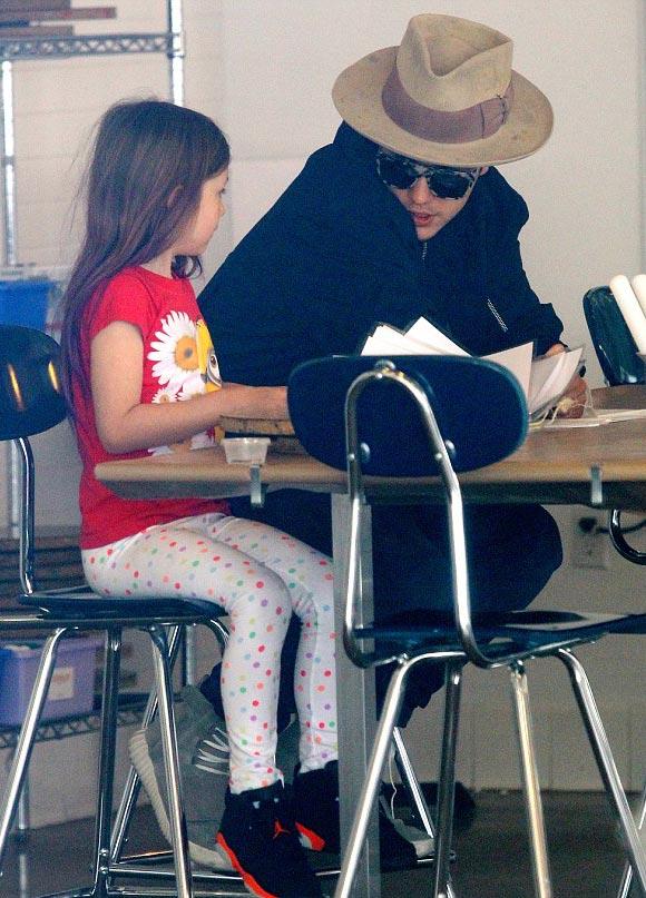 Justin-Bieber-sister-april-2015-03