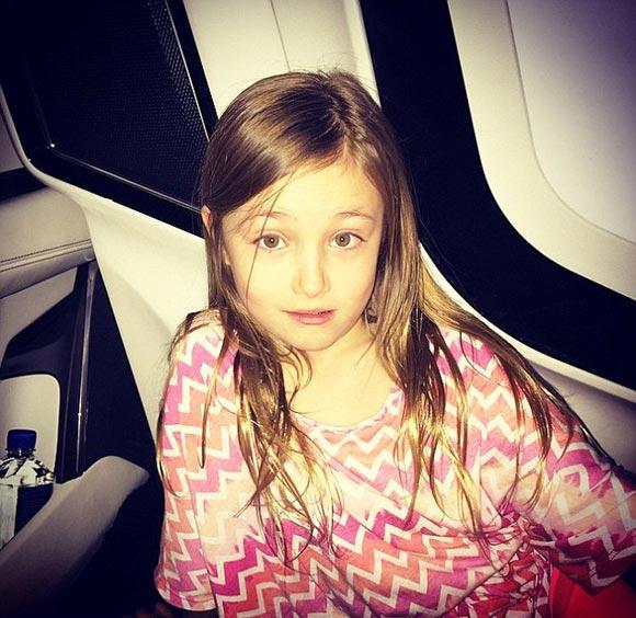 Justin-Bieber-sister-april-2015-05