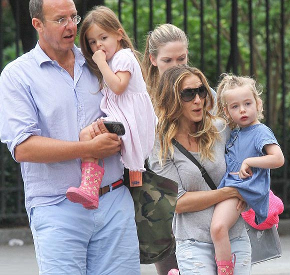 Sarah-Jessica-Parker-twin-daughters-april-2015-03