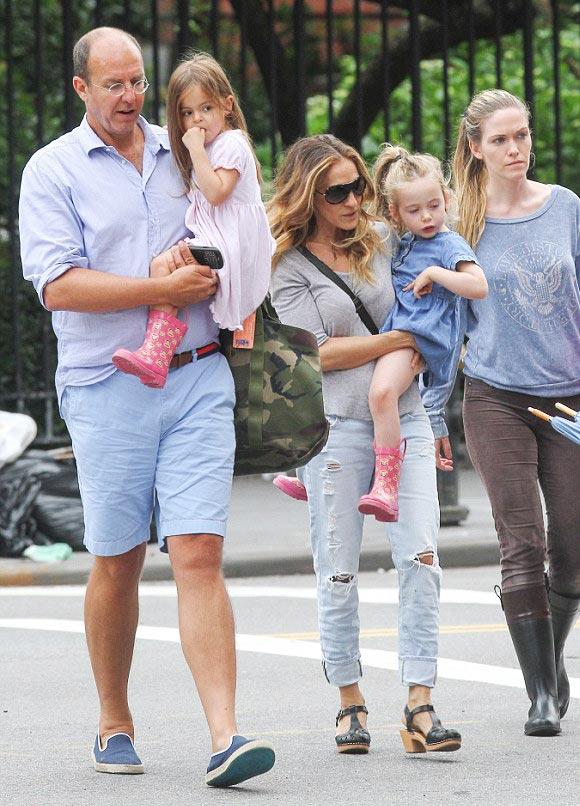 Sarah-Jessica-Parker-twin-daughters-april-2015-04