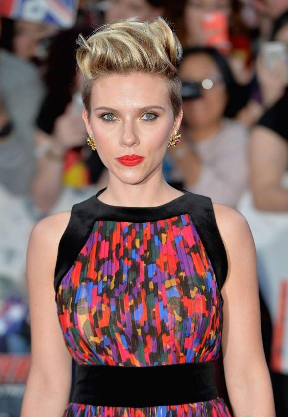 Scarlett-Johansson-Avengers-uk-2015-03