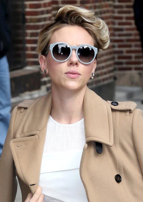 Scarlett-Johansson-Late-Show-2015-04
