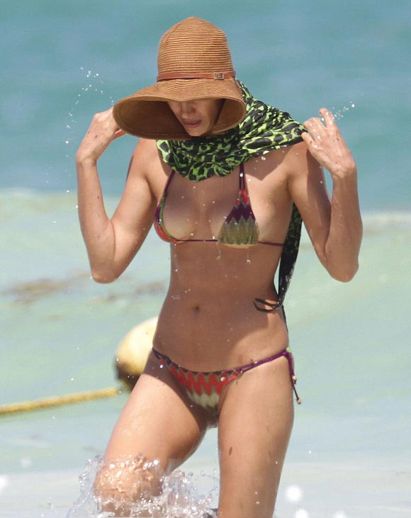 irina-Shayk-bikini-april-2015-02