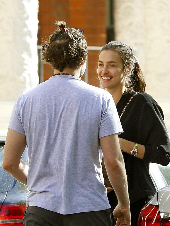 Bradley-Cooper-Irina-Shayk-kiss-may-2015-05