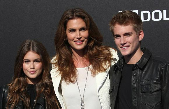 Cindy-Crawford-daughter-son-may-2015-01