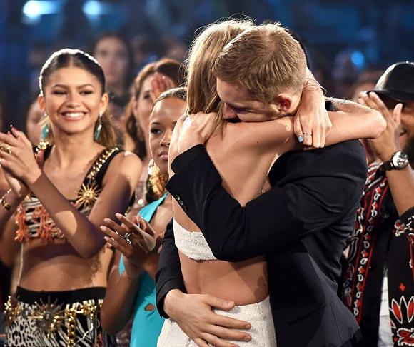 Taylor-Swift-Calvin- Harris-Billboard- Awards-2015-06
