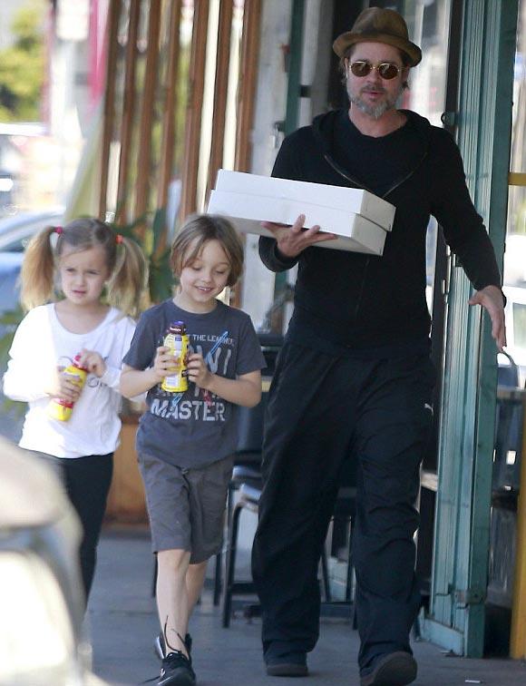Brad-Pitt-twins-Vivienne-Knox-2015-01