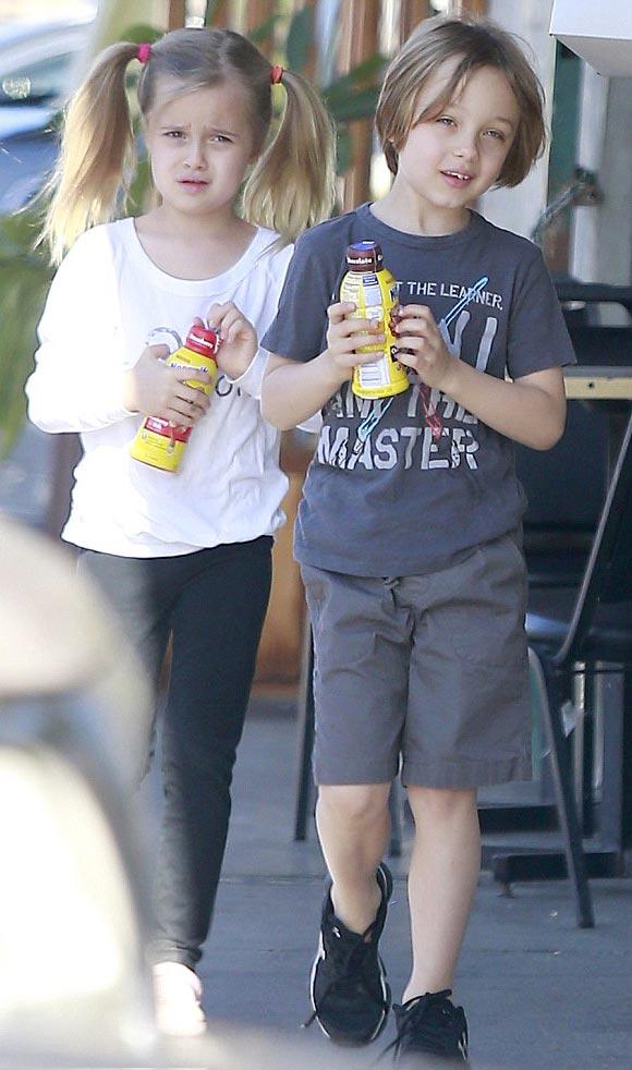 Brad-Pitt-twins-Vivienne-Knox-2015-03