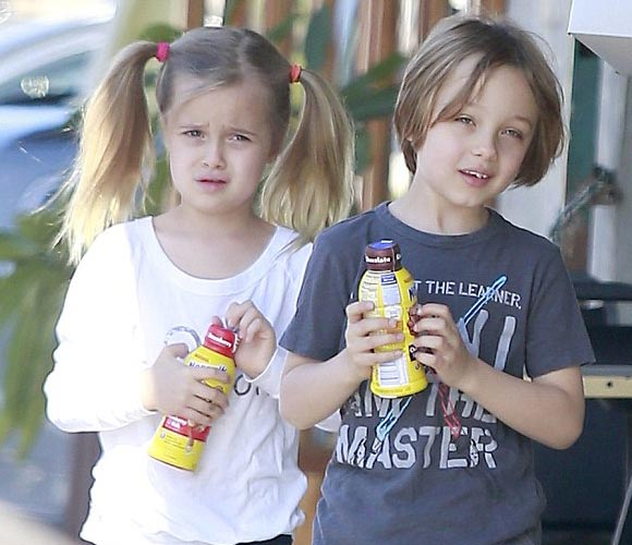 Brad-Pitt-twins-Vivienne-Knox-2015