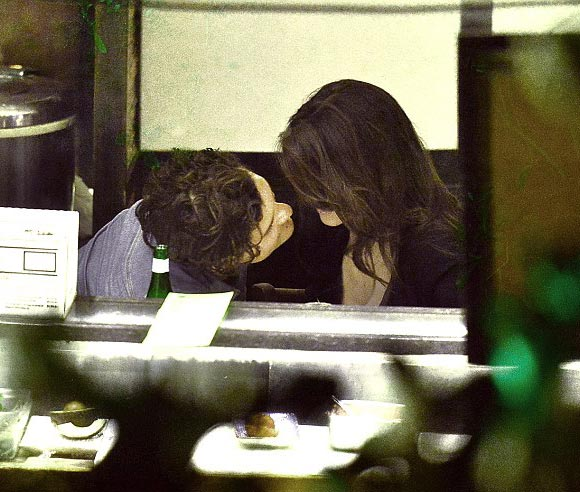 Orlando-Bloom -Luisa-Moraes-kiss-june-2015-05